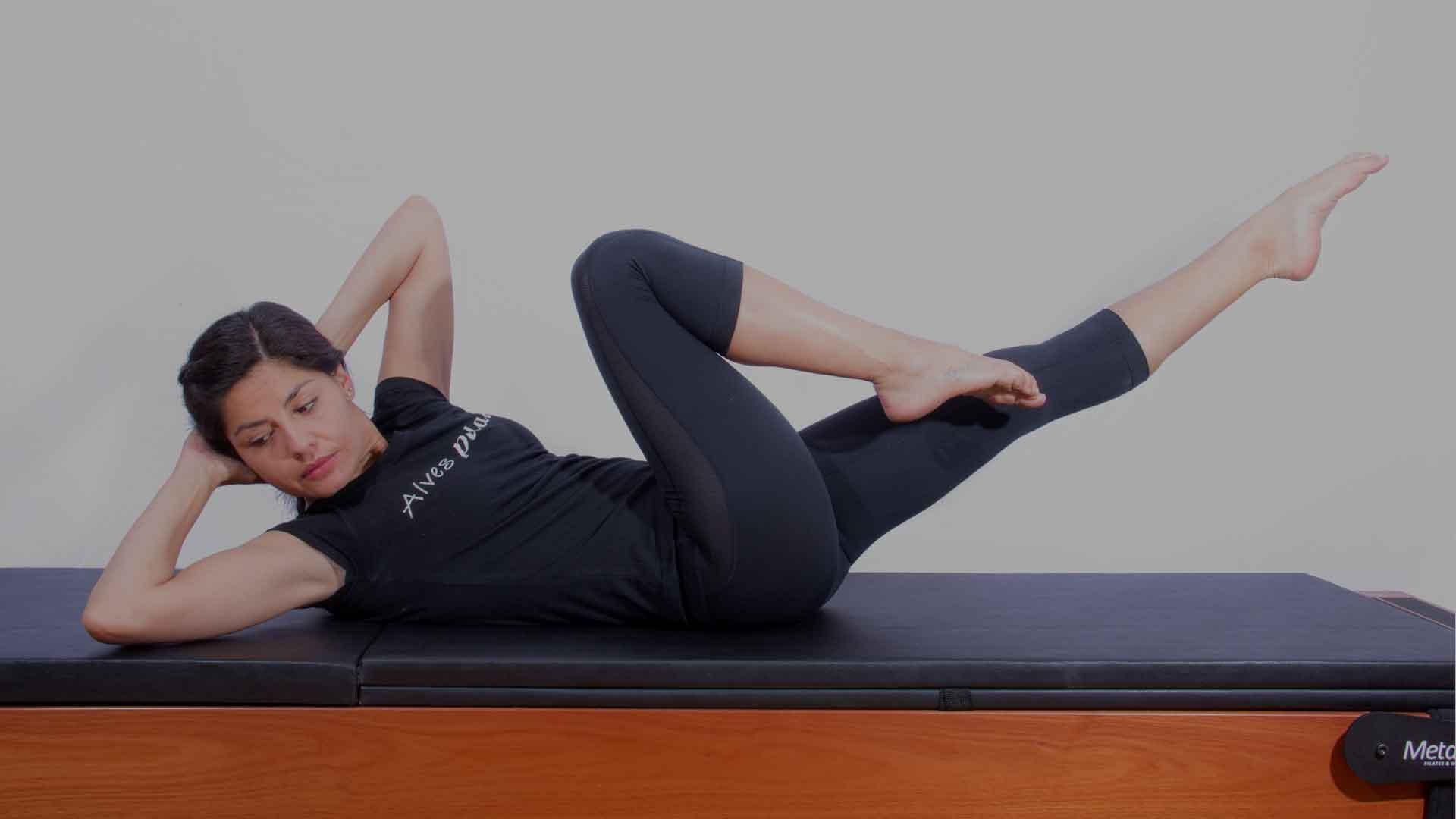 Exercício de Pilates mat