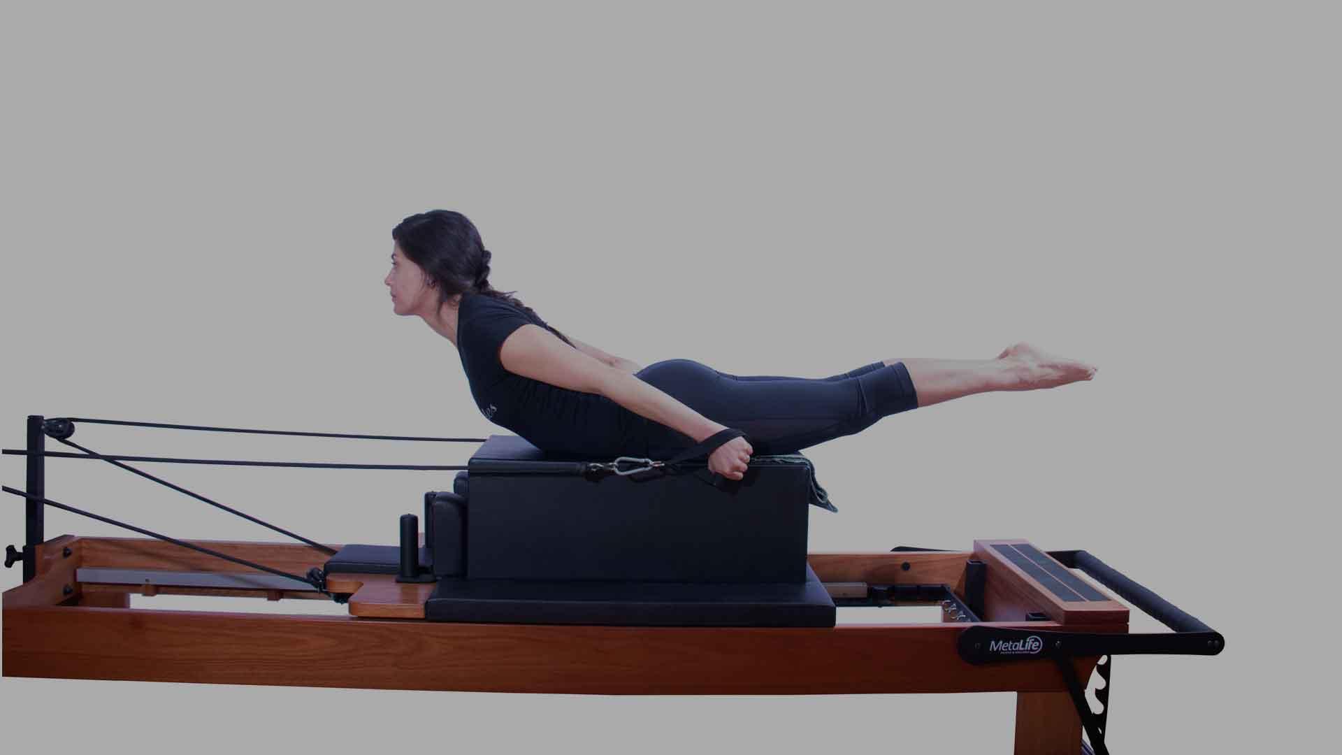 Exercício de pilates máquinas
