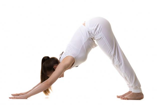 Mulher realizando exercício de Yoga